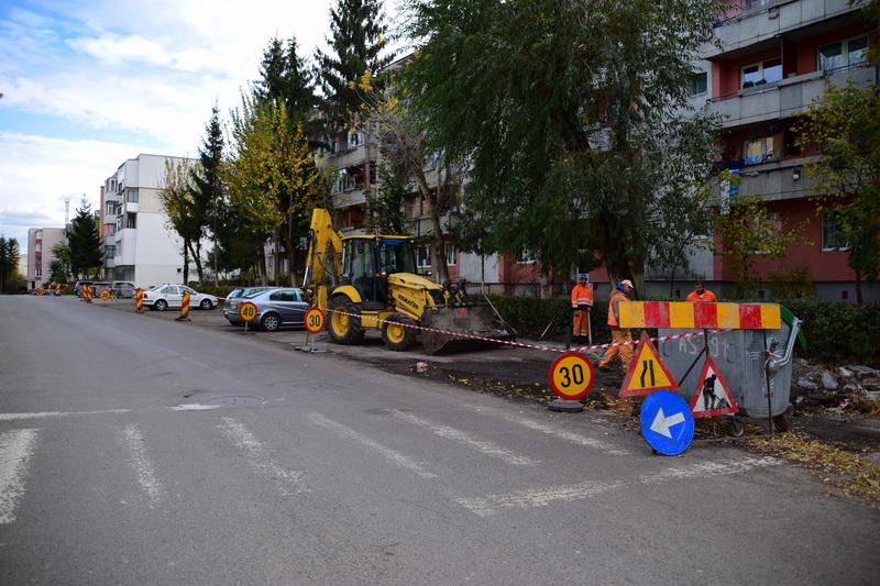 Vizualizati imaginile din articolul: Aszfaltozási és parkolókialakítási munkálatok Marosvásárhelyen