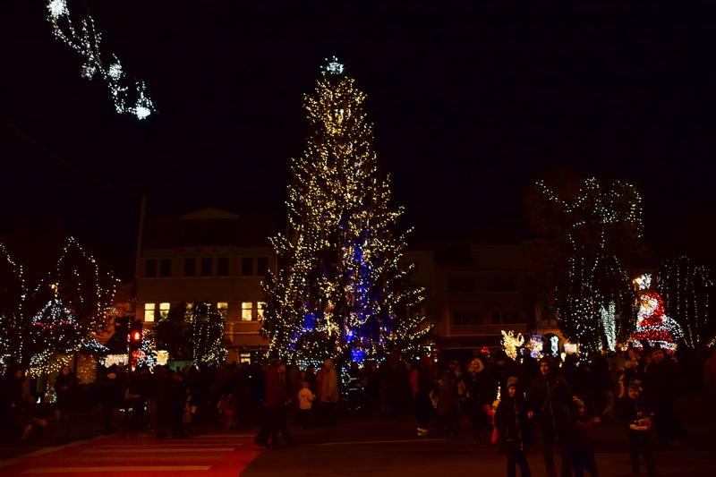 Vizualizati imaginile din articolul: 5, 4, 3, 2, 1.... START ...la iluminatul festiv al oraşului !