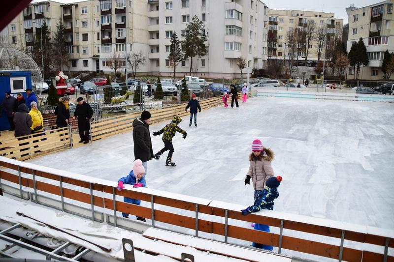 Vizualizati imaginile din articolul: Marosvásárhely, a két korcsolyapályával rendelkező város! Rekordszámú korcsolyázó január 2-án