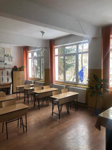 "Vizualizati imaginile din articolul: A téli vakációt követően ""ünneplőbe öltözött' a Nicolae Bălcescu általános iskola"