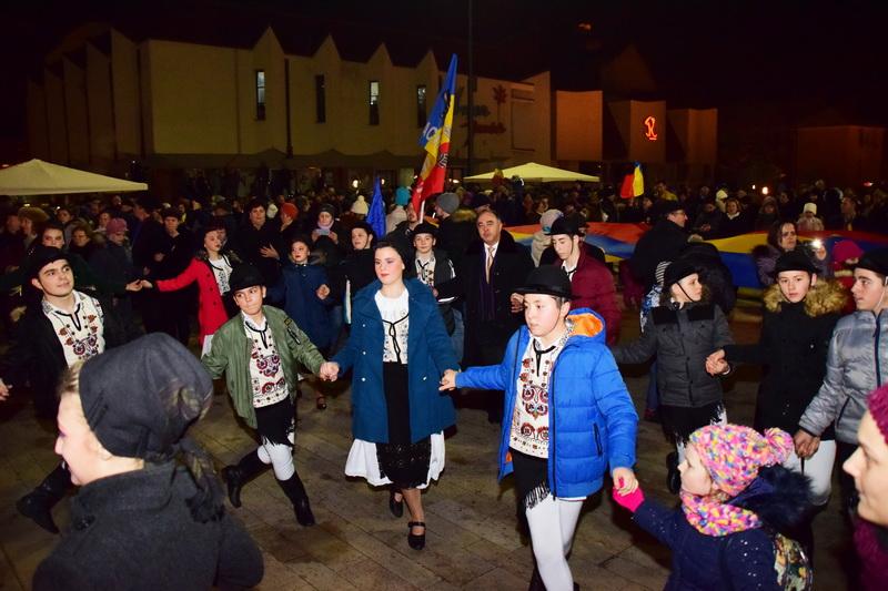 Vizualizati imaginile din articolul: Primăria Târgu Mureș vă invită joi, 24 ianuarie la Hora Unirii!