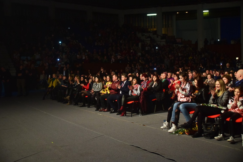 Vizualizati imaginile din articolul: Primăria Tîrgu Mureş a oferit miercuri seara un spectacol de excepţie prilejuit de Ziua Internaţională a Femeii