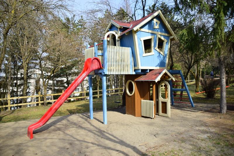 Vizualizati imaginile din articolul: Parc de joacă nou și zonă de relaxare în pregătire pe Serpentina Veche din Târgu Mureș