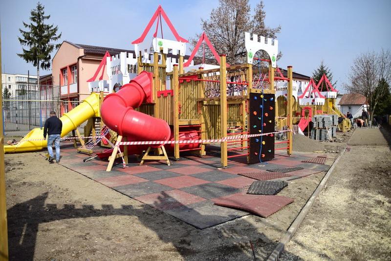 Vizualizati imaginile din articolul: 'Cetatea Copiilor' își deschide porțile și în cartierul Unirii din Târgu Mureș