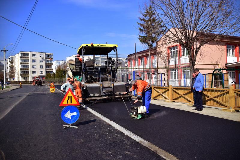 Vizualizati imaginile din articolul: Strada Bărăganului, cu trotuarele aferente au fost reabilitate