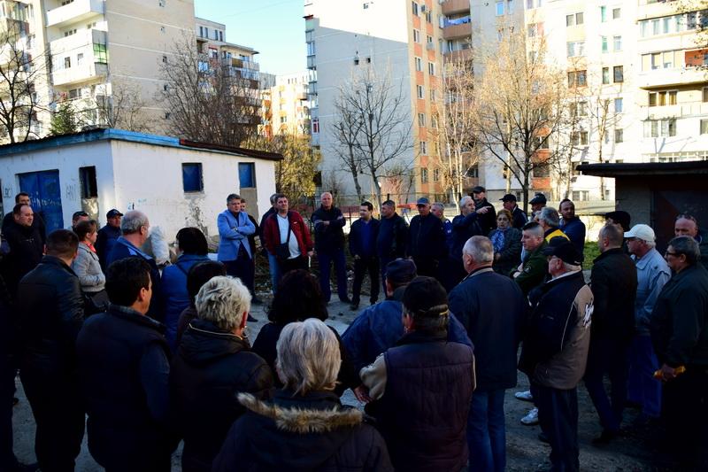 Vizualizati imaginile din articolul: NECESITĂȚILE LOR, PRIORITĂȚILE NOASTRE - Întâlnire cu cetățenii pe strada Sârguinței
