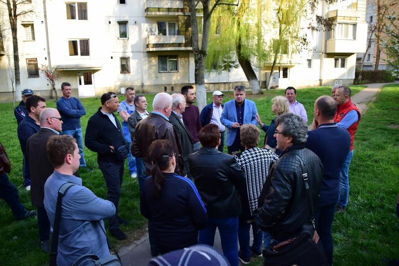 Vizualizati imaginile din articolul: Claudiu Maior – întâlnire cu cetățenii de pe str. Viitorului