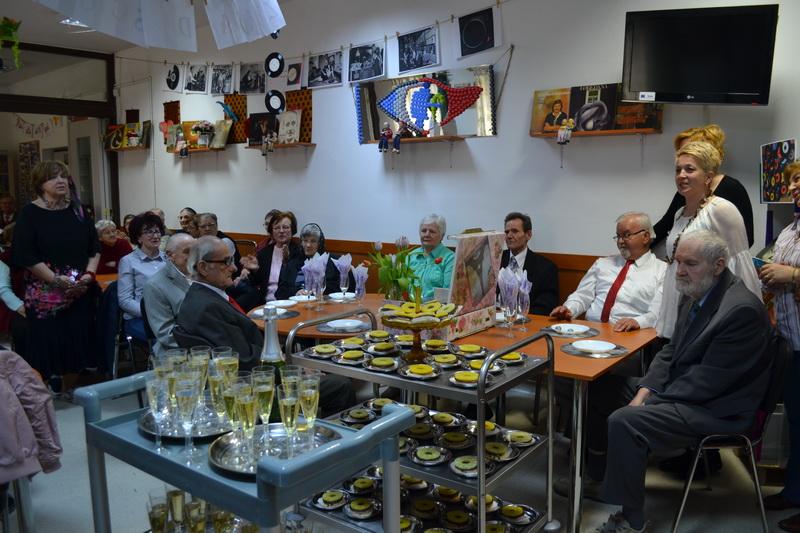 Vizualizati imaginile din articolul: Ziua mondială a magazinelor de viniluri
