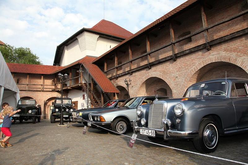 Vizualizati imaginile din articolul: Vehiculele istorice, paradă în Târgu Mureș, 31 mai-1 iunie 2019