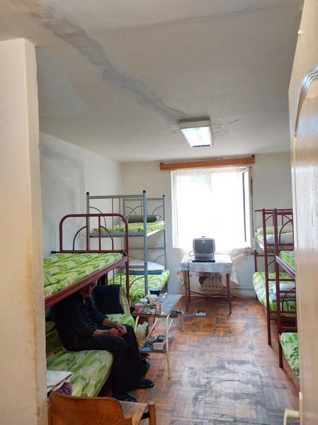 Vizualizati imaginile din articolul: Elkezdődik a marosvásárhelyi Szociális központ – éjjeli menedékhely felújítása! A Szociális igazgatóságnak sikerült megoldást találnia az egyedülálló személyek számára, a munkálatok befejezéséig!
