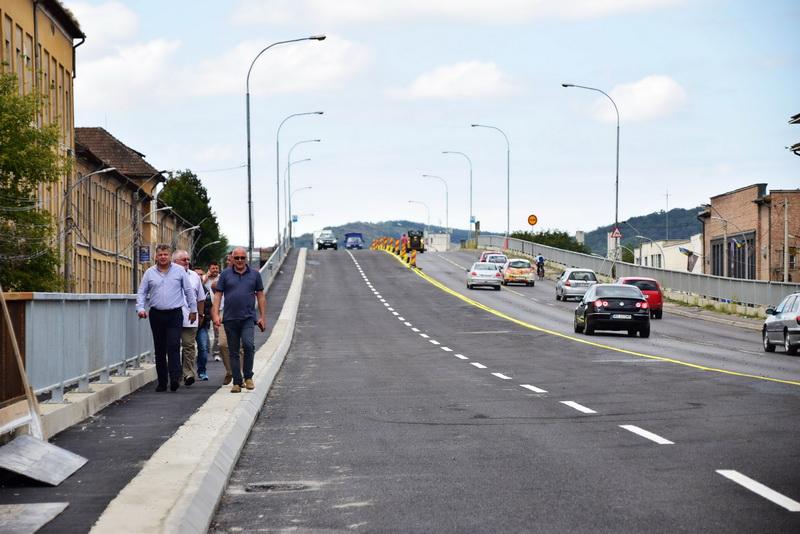Vizualizati imaginile din articolul: Se circulă din nou pe podul Mureș!