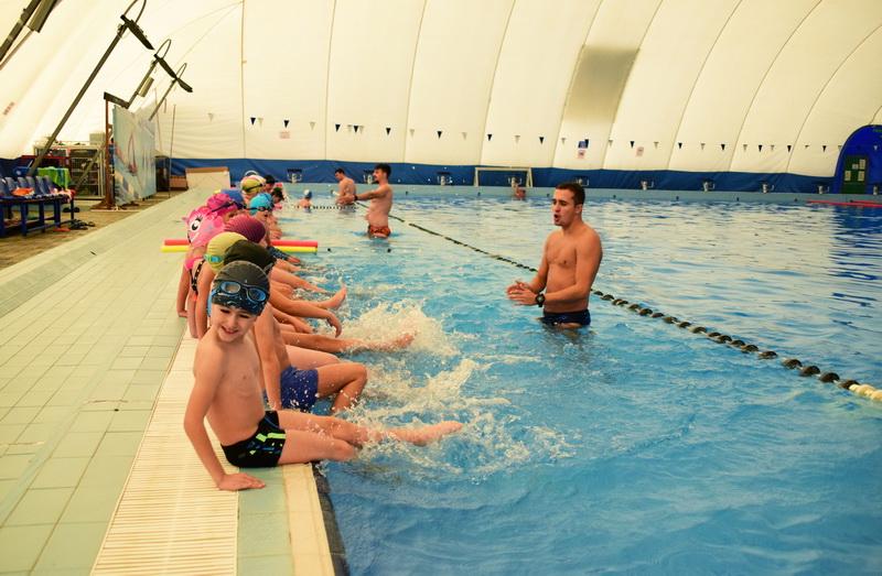 Vizualizati imaginile din articolul: Din 30 septembrie se reiau cursurile gratuite de înot pentru copiii din Târgu Mureș!