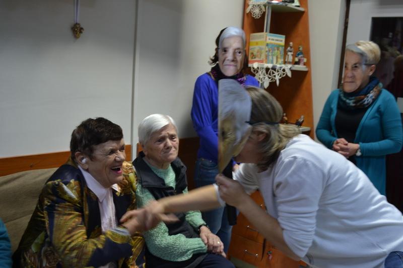 Vizualizati imaginile din articolul: Halloween-ul la B-unici
