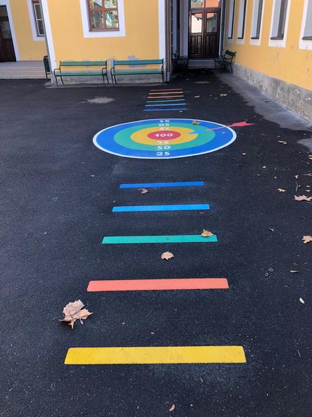 Vizualizati imaginile din articolul: Surprize colorate pentru preșcolari și elevi de la trei unități de învățământ din Târgu Mureș